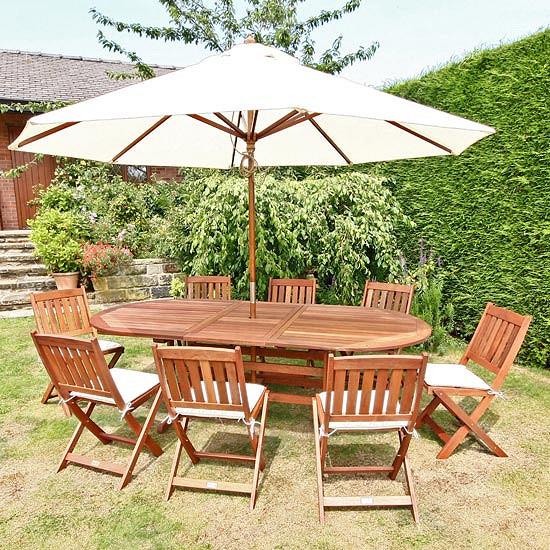 A műrattan kerti bútor igényes eleme a helynek