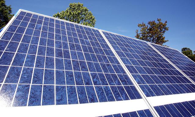 Miért előnyös a napelemes közvilágítás?