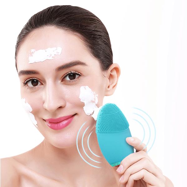 Egy elektromos arcmasszírozóval még kényelmes is lehet a sminkeltávolítás
