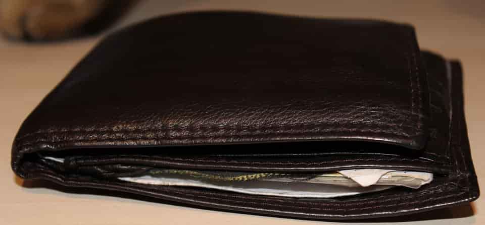 Szarvast ábrázoló férfi pénztárca